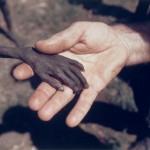 Băiatul înfometat și misionarul